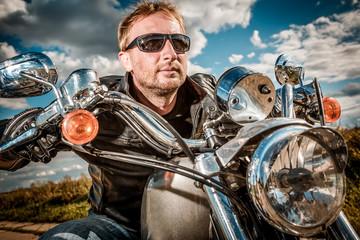Fototapete - Biker on a motorcycle