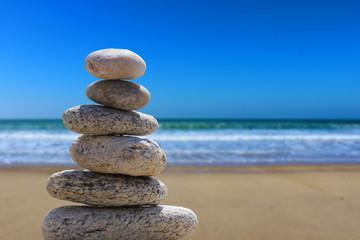 Foto op Plexiglas Stenen in het Zand zen balance stone on the beach 3