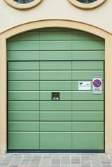 Porta garage verde, basculante