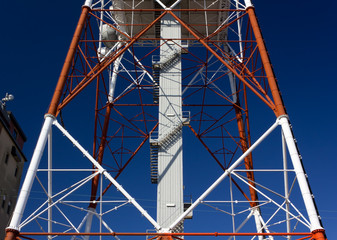 Close-up on the Structure of a Telecommunication Antenna
