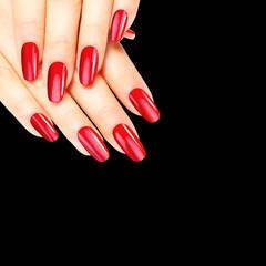 Wall Mural - Rot lackierte Fingernägel