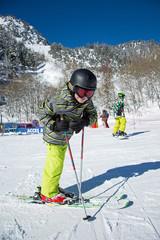 Jeune skieur (8-9 ans)