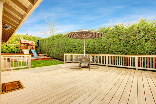 Bakyard with patio area and play yard for kids