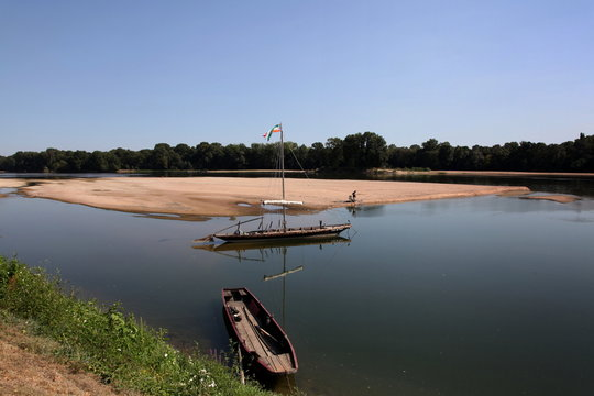 La Loire - pêcheur - embarcation.