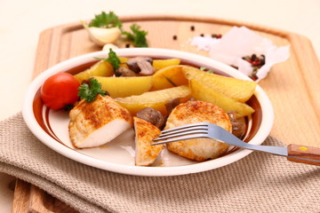 Chicken fillet with rosemary potatoes an mushroom