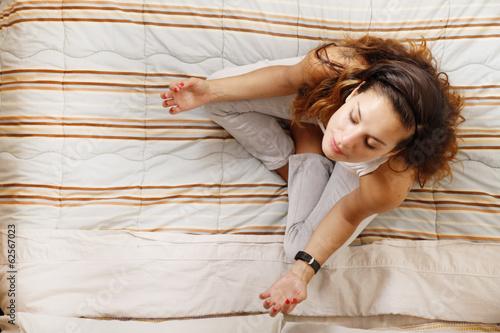 """""""Auf Dem Bett Meditieren"""" Stockfotos Und Lizenzfreie"""