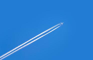 Poster Avion à Moteur jet airplane on blue sky