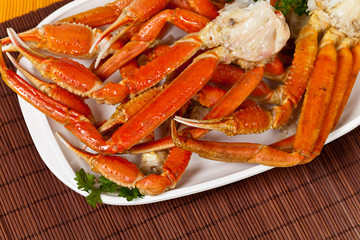 Snow Crab legs with fresh lemon slices