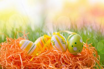 oster eier in wiese deko