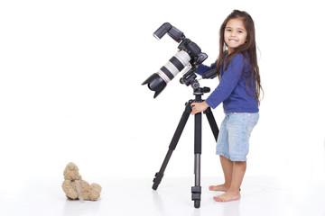 enfant photographe avec ours en peluche
