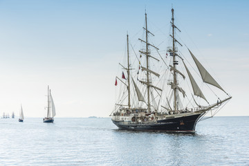 Fototapeten Schiff Tall ship on blue water horizontal