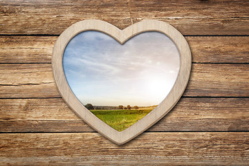 Wall Mural - Herzliches auf Holz mit Landschaft