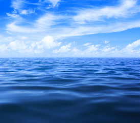 Poster Mer / Ocean sea or ocean water surface with blue sky and clouds