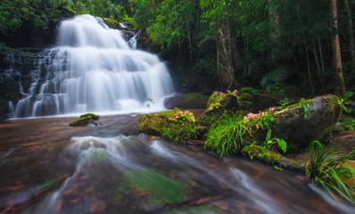 Foto op Canvas Mhundaeng waterfall Phu Hin Rong Kla National Park, Phitsanulok