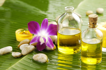 Tuinposter Spa Health spa with massage oil and pink orchid on leaf