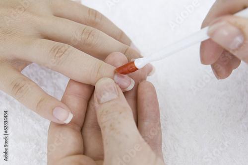 Как правильно делать обрезной маникюр Как правильно
