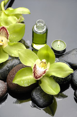 Stores à enrouleur Spa Macro of gorgeous orchid with therapy stones