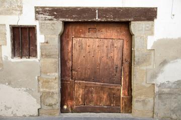 Buscar fotos puerta de madera antigua - Dintel de madera ...