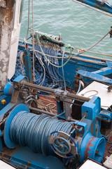 Moteur à bord d'un chalutier au port de Douarnenez