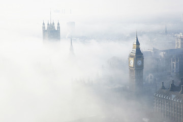 Wall Mural - Heavy fog hits London