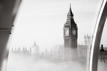 Fototapete - Heavy fog hits London