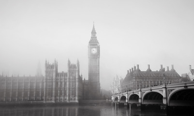 Fotomurales - Palace of Westminster in fog