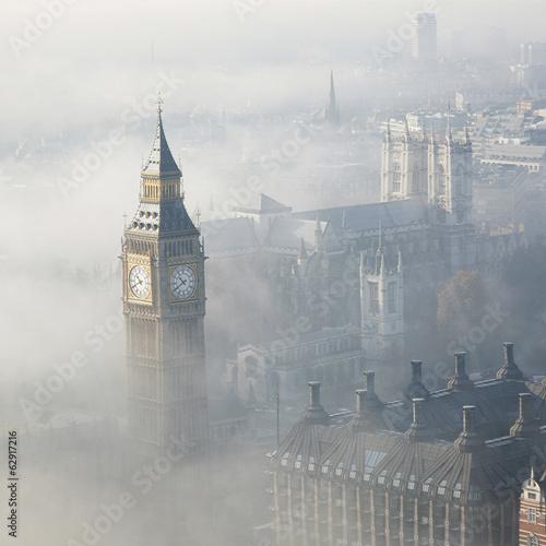 Wall mural Heavy fog hits London