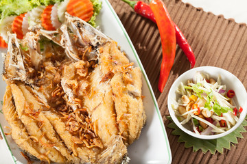 fried fish, Thai style fried whole fish with spicy mango salad