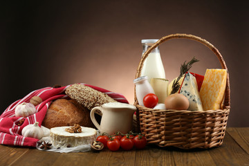 Poster Produit laitier Basket with tasty dairy products
