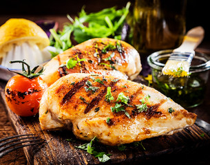 Tuinposter Grill / Barbecue Marinated grilled healthy chicken breasts