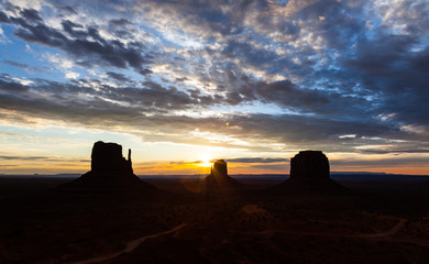 Fotoväggar - Monument Valley Sunrise