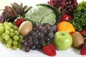 frutta e verdura sfondo bianco