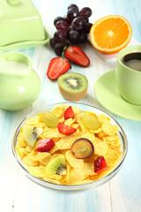 prima colazione corn flakes e frutta