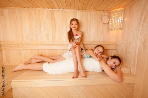 video-tetki-v-saune