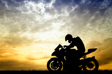 Fototapete - motorcyclist at sunset