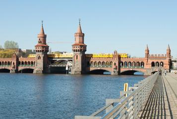 Oberbaumbrücke mit S-Bahn