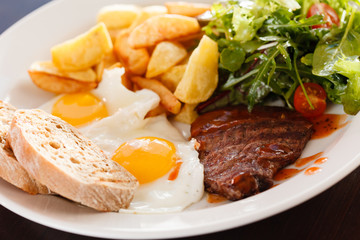 steak with eggs and vegetables