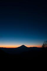 櫛形山からの夜明けの富士山