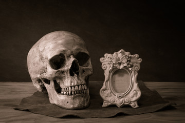 skull frame