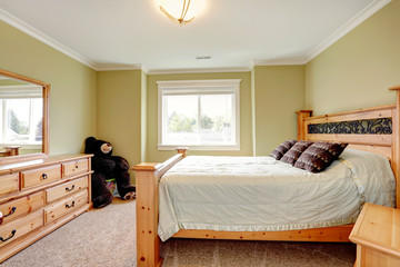 Cozy lime bedroom with big toy bear