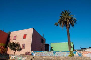 Leinwandbilder - Pink Building in Historic Neighborhood