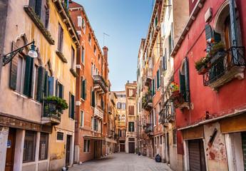 Ulica w Wenecji - 63560472