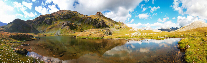 Canvas Prints Reflection Panorama di montagna con lago