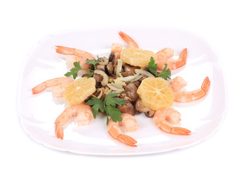 Shrimp salad with lemons and mushrooms.