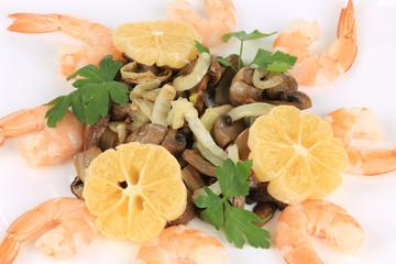 Shrimp salad with lemons and mushrooms.