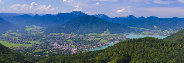 Wall Mural - Panorama Landschaft mit Tegernsee und Rottach-Egern