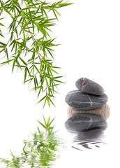 bambou et galets superposés