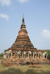 Вид на чеди Вата Сорасак. Сукхотай, Центральный Таиланд
