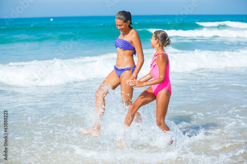 photo of girls at the beach № 16998