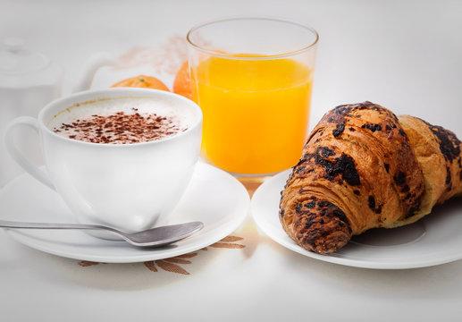 Cappuccino brioche e succo di Frutta